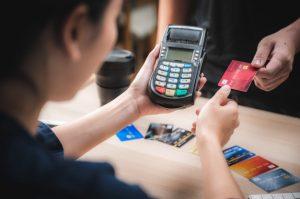 Como usar o cartão de crédito sem se endividar adotando estas 6 dicas